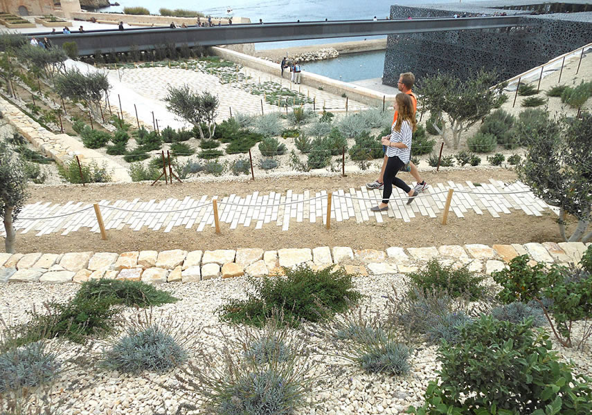 Cr ation jardin promenade fort saint jean marseille - Creation jardin mediterraneen saint paul ...