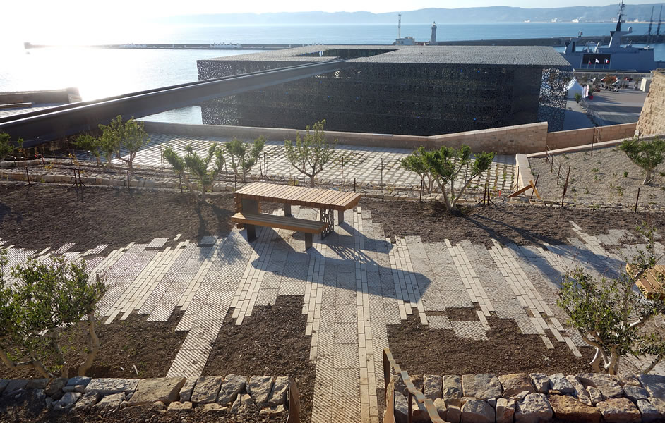 cr ation jardin promenade fort saint jean marseille. Black Bedroom Furniture Sets. Home Design Ideas